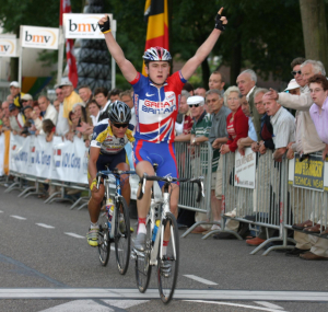2004, Geraint Thomas wint Acht van Bladel