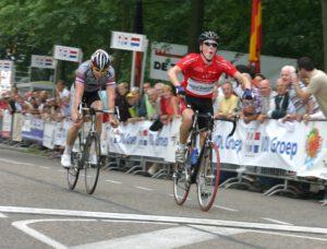 2005, Steven Kruiswijk en Yondi Schmidt aan de finish